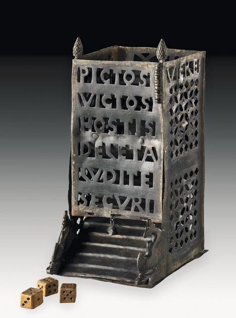 Una torre lancia dadi di epoca romana